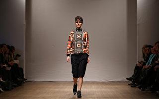 2月16日,2013伦敦秋冬时装周期间,模特儿展示设计师品牌CLEMENTS RIBEIRO发表的新款服饰。(ANDREW COWIE/AFP)