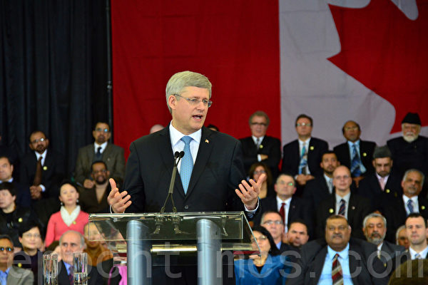 2月19日,加拿大总理哈珀在大多伦多地区Aiwan Tahir社区中心,宣布成立宗教自由办公室,并表示法轮功信仰团体遭受的迫害,是政府的关注之一。(摄影:周行/大纪元)