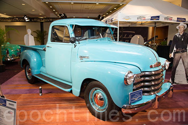 1953 Chevrolet 1314 Pick-up - blue,6缸,3速手动  车主: Bob Cram 8 Teal Place Barrie, Ont (摄影:艾文/大纪元)