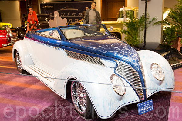 1939 Rord Roadster – indigo blue & white  车主:Kevin Saindon / Lincoln Taxi & Limo 160 Dowty Road Ajax, Ontario (摄影:艾文/大纪元)