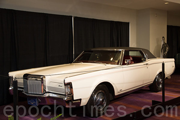 1969 Lincoln Mark III – Wimbleton white /                        black vinyl roof,  车主:Cleo Tobias, 1014 Centre St. South Whitby, Ontario(摄影:艾文/大纪元)