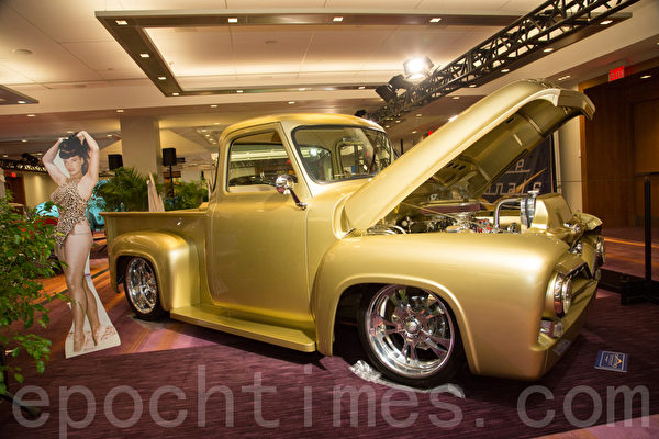1955 Ford F100 Pick-up – Michelle gold   车主:Steven Bloom, 73 Chagal Drive Thornhill, Ont (摄影:艾文/大纪元)