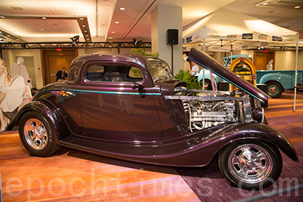 1934 Ford 3 Window Coupe – dark Concord grape  车主:Jules Saari, 8 Costen Blvd St. Catharines, Ont(摄影:艾文/大纪元)