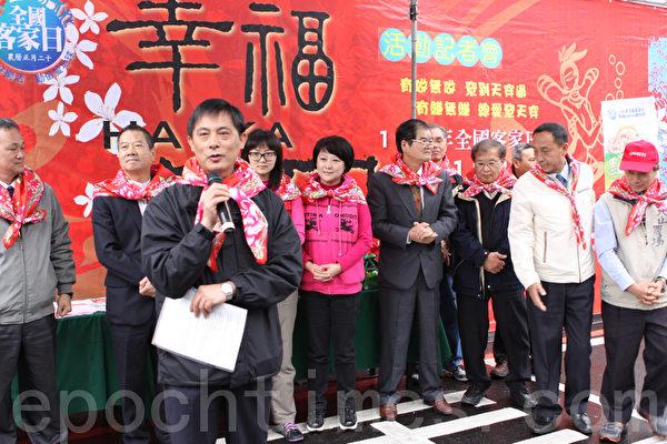 宜兰县政府陈秘书长介绍客家日活动。(摄影:曾汉东/大纪元)