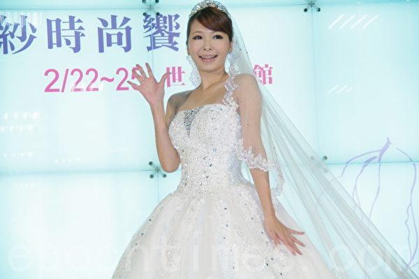 Makiyo坦言媽媽最近逼婚,對象只要老實、工作穩定就好,最好是不喝酒。(攝影:黃宗茂/大紀元)
