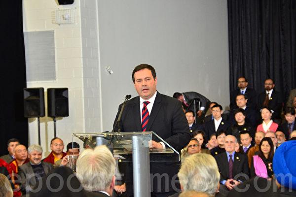 2月19日,加拿大公民、移民及多元文化部长康尼(Jason Kenney)在宣布成立宗教自由办公室的发布会上,强调加拿大的立国之本是人的尊严、自由、民主、人权及法治。(摄影:周行/大纪元)