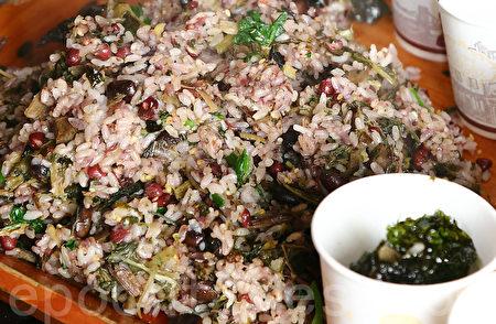 韩国元宵节吃五谷饭。(摄影:全宇/大纪元)