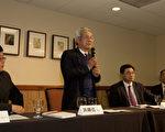 """洪顺五在题为《中国宪改、政改及民主政治》的研讨会上,提出""""台湾的生存取决于大陆实现民主,只有大陆实现民主,台湾人民辛辛苦苦建立起来的民主制度才能保留。""""(左起:封从德、洪顺五、兰述)(摄影:马有志/大纪元)"""