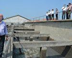 丹麦污水专家日前参访褒忠潮厝污水共同处理厂。(县府提供)