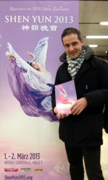Deusch先生是奧地利聯邦商會交通運輸分會副會長,他觀看了3月1日神韻在奧地利首都維也納的首場演出。(攝影:黃芩/大紀元)