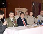 3月7日,中国城商家与执法部门就加州禁止鱼翅法案实施细则进行沟通。图为沟通会现场,左起为陈锡澎、余浩扬、李兆祥、鹿本。(摄影:周凤临/大纪元)