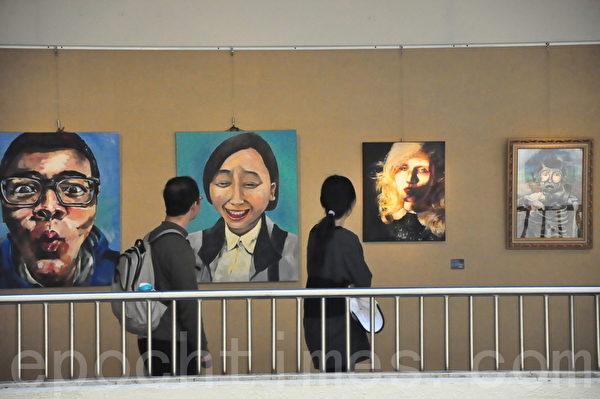 桃园县立南崁高中第十届美术班毕业展。(桃园文化局提供)
