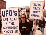 美国民众抗议政府掩盖幽浮真相。(法新社)