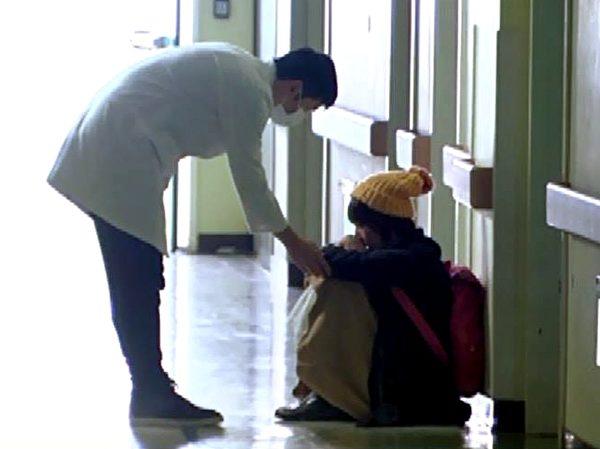 宥勝原本正拍別場戲,被臨時抓來客串醫生。(圖/台視提供)