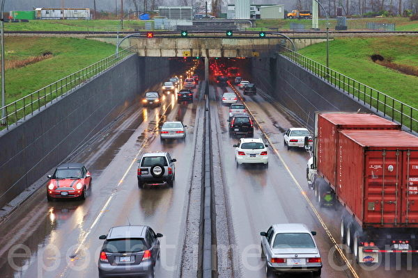 连通列治文、素里与三角洲市的交通要道马西隧道。(景浩/大纪元)