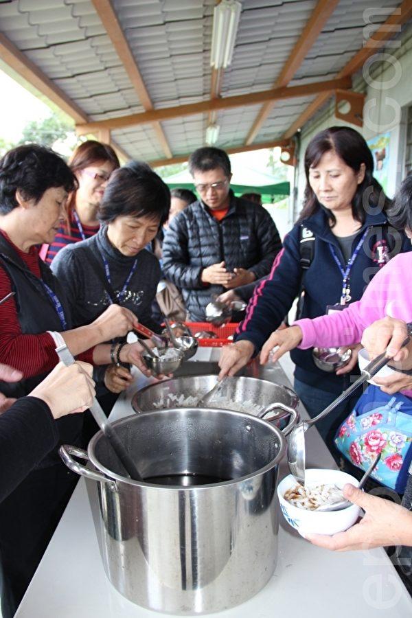 行健有机村用自己的米做成米苔目 吃过的人都赞不绝口 Q又有嚼劲。(摄影:谢月琴/大纪元)