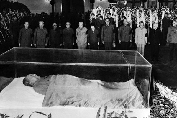 毛澤東水晶棺可抗強震 民稱其躺天安門示眾 | 委內瑞拉 | 查韋斯 | 大紀元