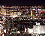 拉斯維加斯市是內華達州最大的城市,主要經濟支柱是博彩業,以「賭城」著稱。憑著交通便利和接近大城市洛杉磯不遠距離的地理優勢,占據著美國賭博業的頭把交椅。圖為拉斯維加斯夜景。(攝影:季媛/大紀元)