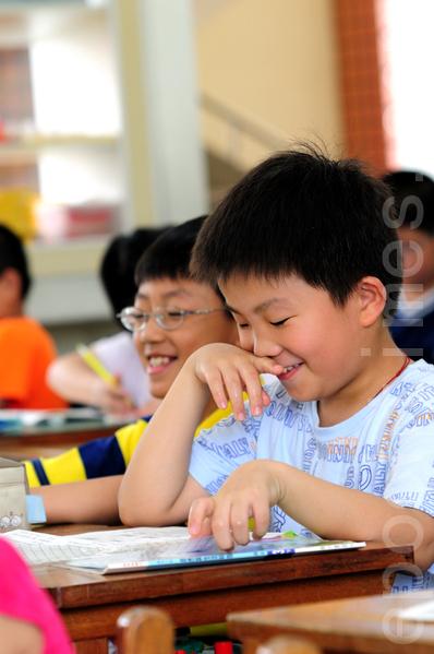 國中小將因少子化而減班,大批教師恐無班可教。蔣偉寧說,將努力降班級人數、減代課師比率。(大紀元資料庫)