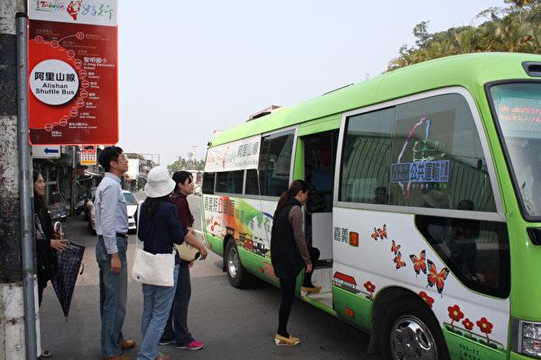 台湾好行阿里山线是阿里山赏花搭乘方便的好公车。 (阿里山国家风景区管理处 提供)