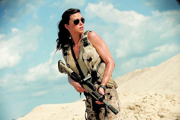 安卓恩‧帕利奇(Adrianne Palicki)飾演,身手矯健,出任務可不輸男生。(圖/UIP提供)