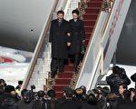 習近平攜夫人彭麗媛於3月22日抵達俄羅斯,現已經結束對俄羅斯的訪問。在習近平22日首訪俄羅斯的行前吹風會上,中共外交部副部長程國平拋出江澤民當年出賣國土給俄羅斯的醜事。(ALEXANDER NEMENOV/AFP)