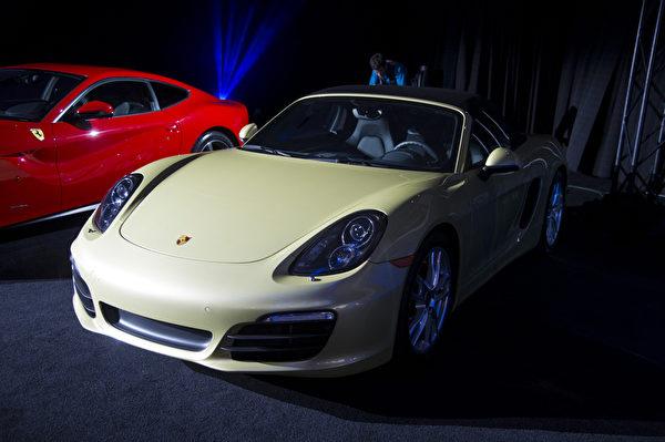 """保时捷Boxster/Cayman 荣获""""2013世界年度最佳性能车型大奖"""" (摄影:戴兵/大纪元)"""