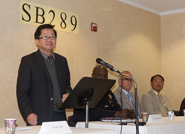 嚴厲打擊毒駕的加州提案SB289的支持者,於3月28日上午11點在舊金山中國城舉行了一場新聞發佈會。圖為主持本次發佈會的「平等公義協會」主席李少敏(Frank Lee)在發言。(攝影:馬有志/大紀元)