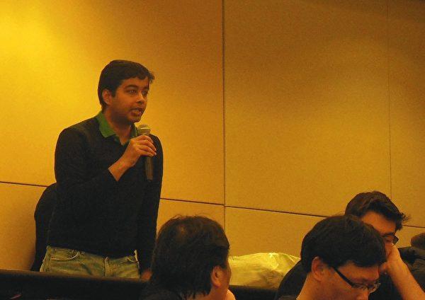 金融专业在读硕士Saiprasad Munagala提问。(摄影:王宇新/大纪元)