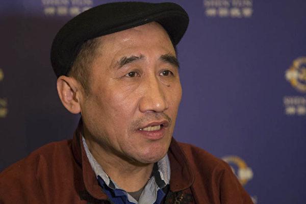 """内蒙古人民党主席席海明说:""""仙曲是天上的,神韵在人间 。""""(摄影:Kehrein/大纪元)"""