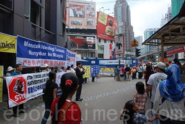 马来西亚退党服务中心在吉隆坡举办声援1亿3千5百多万的中国人三退活动现场。 (摄影:张建浩/大纪元)