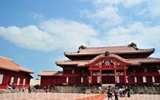 色彩绚丽、雕刻精美的首里城正殿。(摄影:游沛然/大纪元)
