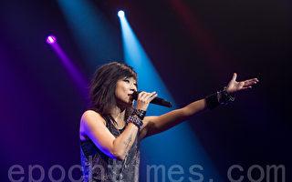 香港乐坛天后林忆莲加拿大安省华玛娱乐演奏举行SANDY LAM LIVE MMXIII演唱会。(摄影:艾文/大纪元)