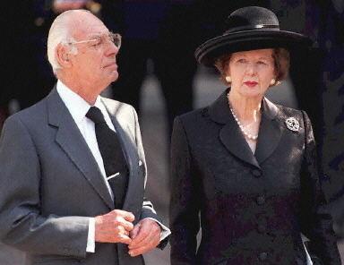 撒切尔夫妇1997年9月6日档案照。(法新社)