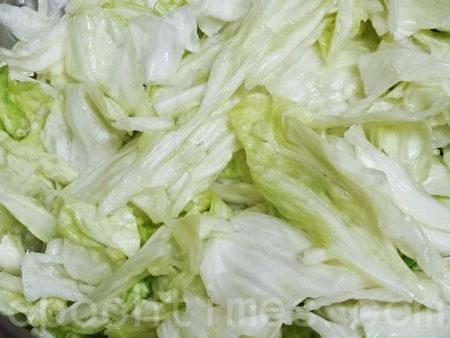 高丽菜也含有大量的维他命C、维他命K等等抗氧化的营养素,可降低细菌感染与疼痛的情况,(摄影:林秀霞 / 大纪元)