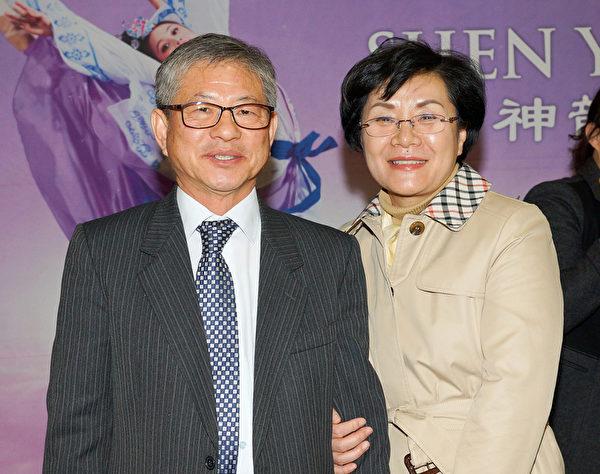 教育监(教导主任)金铉东 夫人、医疗界人士李喜拦(摄影:金国焕/大纪元)