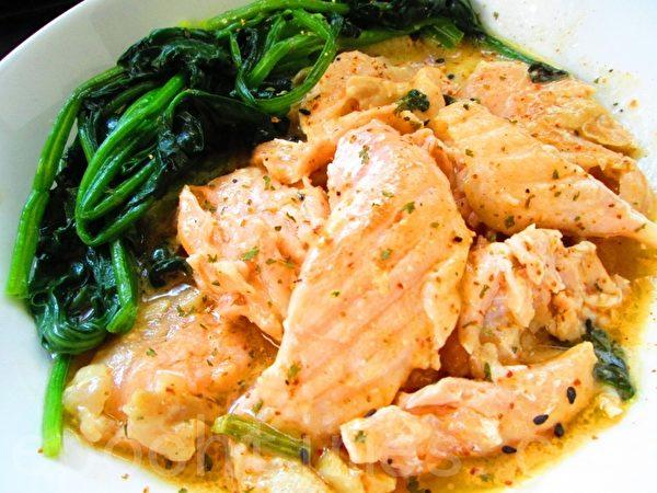 明太子醬鮭魚鮮菠(攝影:家和/大紀元)