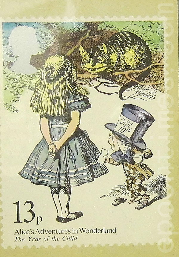 1979年英国发行爱丽斯、笑脸猫与帽匠。(摄影:钟元/大纪元)