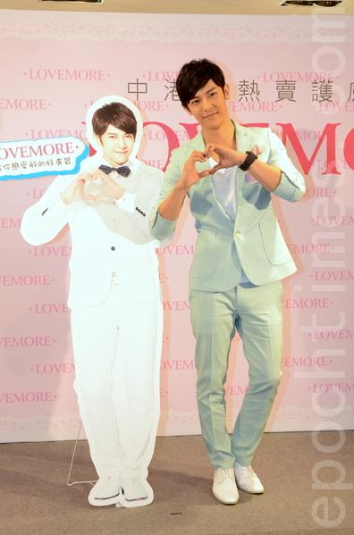 汪東城跳韓國最流行的Gwiyomi舞,被粉絲封為「宇宙最帥」。(攝影:鄺天明/大紀元)