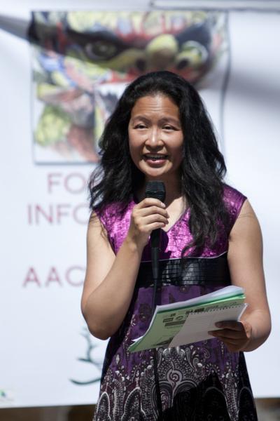 亞洲節傳統慶會共同主席詹尼弗‧翁(Jennifer Ong)在發言。(攝影:馬有志/大紀元)