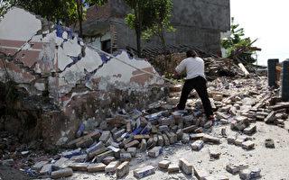 汶川「五•一二」大地震5週年前夕,四川龍門山地震帶的雅安蘆山再發強震。(STR/AFP/Getty Images)