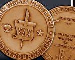 """《大纪元》英文版记者罗伯逊(Matthew Robertson)以其有关中共活摘器官的系列报导,获得美国""""专业新闻记者协会""""的Sigma Delta Chi奖。(图片来源:《大纪元》英文版)"""