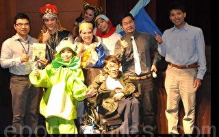 演員宣傳《快樂王子》故事,直接向孩童談論「生死議題」。(攝影:徐乃義/大紀元)