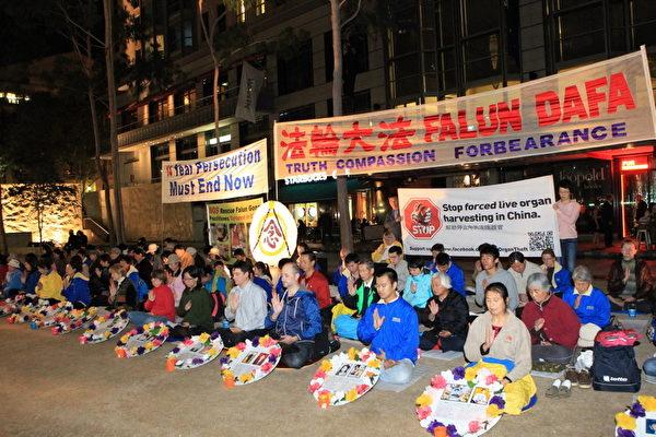 """2013年4月25日晚上6点至8点,墨尔本法轮功学员在市政广场举行烛光活动,纪念""""4.25""""北京和平上访日。(摄影:陈明/大纪元)"""