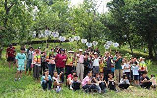 西拉雅國家風景區管理處結合社區民眾與學校小朋友,在關子嶺紅葉公園舉行植樹活動,共同營造蝴蝶生態棲地。(西拉雅國家風景區管理處提供)