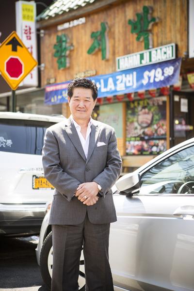 「韓食世界化委員會」理事長、「美食街繁榮會」會長、「Hahm Ji Bach」老闆金榮皖先生。(攝影:愛德華/大紀元)