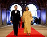 泰国王储瓦吉拉隆功和他的妹妹公主诗琳通。(ROBIN UTRECHT/AFP/Getty Images)