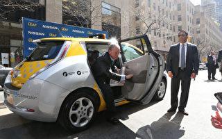 6辆电动计程车驶入纽约市内街道