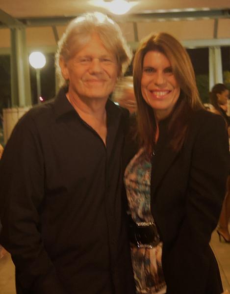 美國網絡電視ICTV的創辦人和執行董事Neil London先生昨天晚上就觀看了神韻在西棕櫚灘的演出,他認為神韻演出非常出色,於是今天特地邀請了最好的朋友再次前來觀看 。(攝影:李若雨/大紀元)