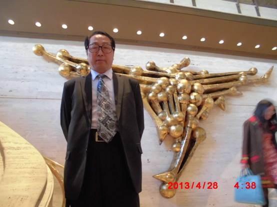 朱政在纽约百老汇林肯中心剧场内(图片朱政提供)